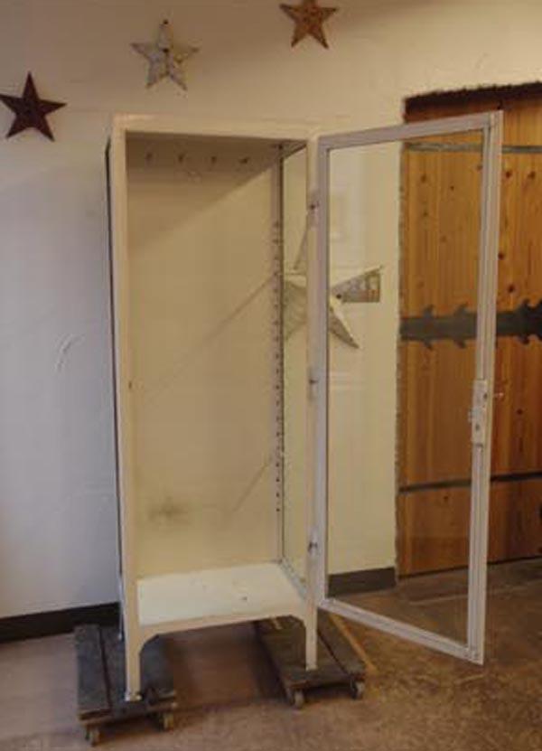 白ガラスキャビネット・飾り棚